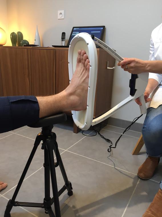 scan-du-pied-d-un-patient-pour-semelle-3d-chateauroux